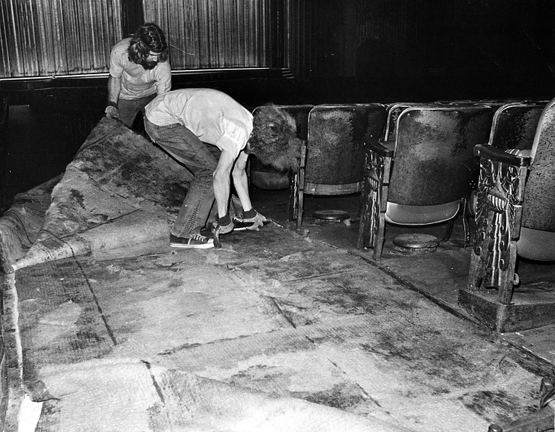 . Workers remove carpet from the main theater at the Paramount Theatre in Oakland in 1972. (Howard Erker/Bay Area News Group Staff Archives)