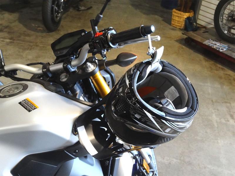 Item 1049/1050 on a Yamaha FZ09