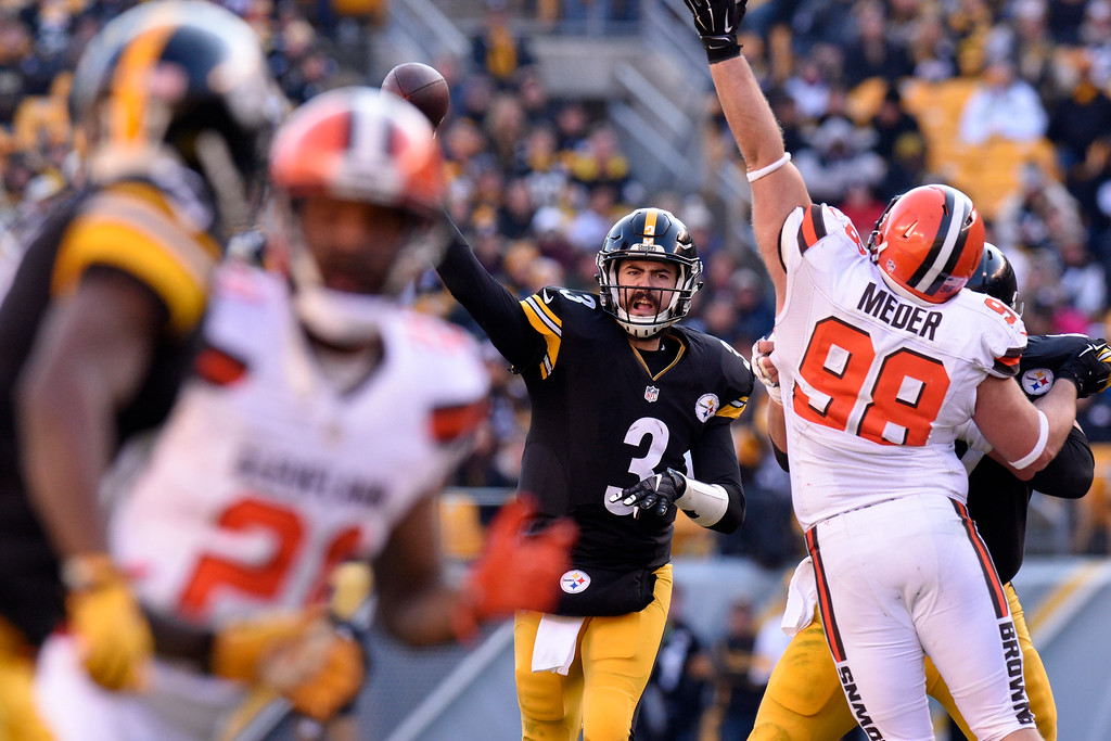 . Pittsburgh Steelers quarterback Landry Jones (3) throws a pass during the first half of an NFL football game against the Cleveland Browns in Pittsburgh, Sunday, Jan. 1, 2017. (AP Photo/Don Wright)
