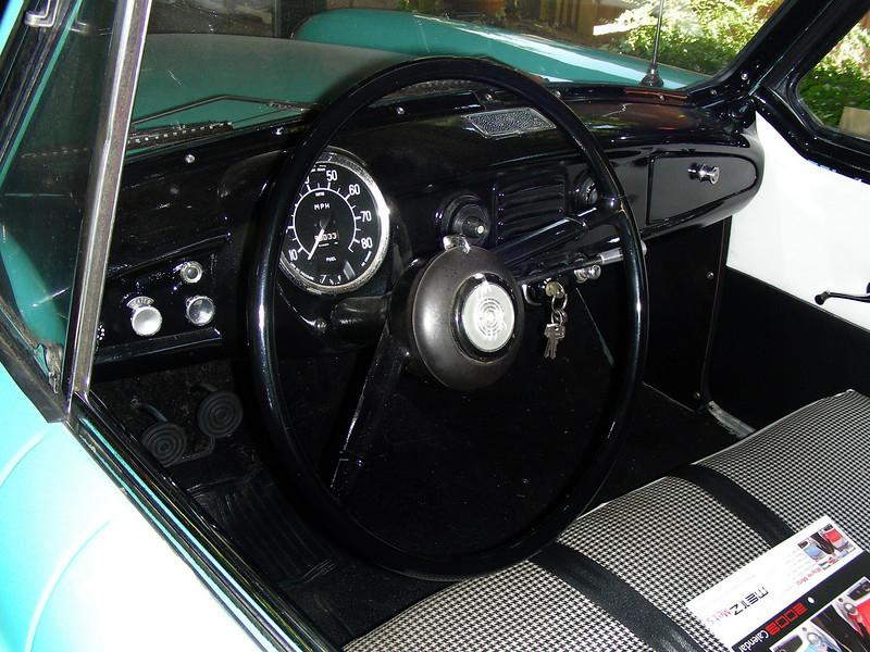 1960 Nash Metropolitan dashboard