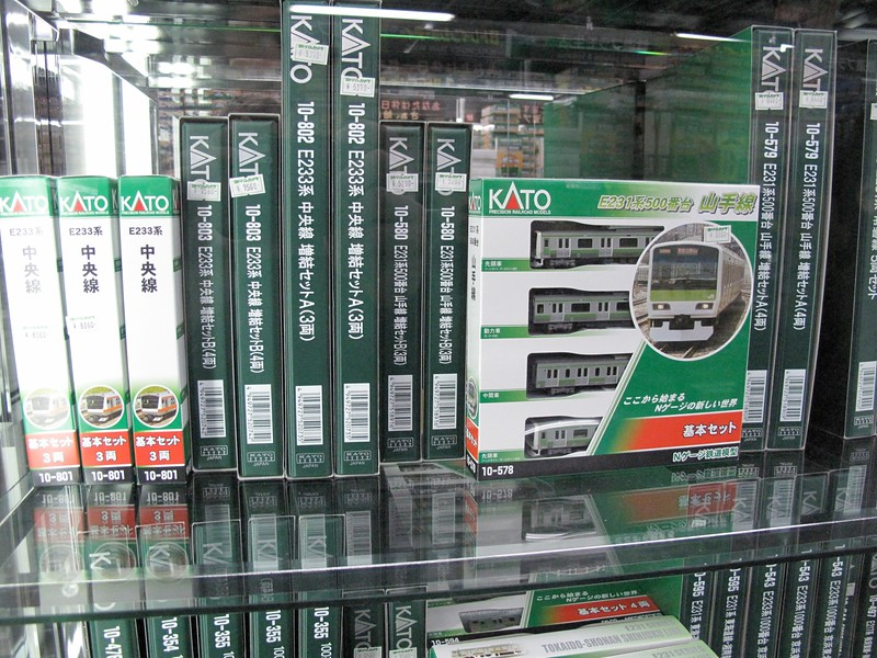 A model of the Yamanote line, the train I will take to work each day... I need to remember to pick this up for my office in Colorado