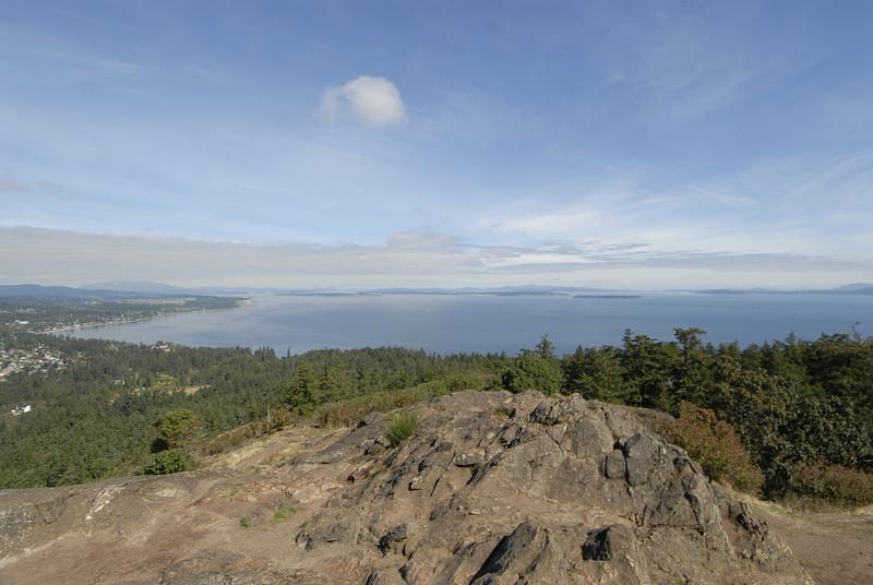 070904 8431 Canada - Victoria - Feeding seals and Mount Douglas _F _E ~E ~L.JPG