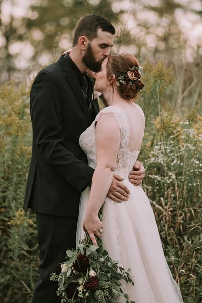 rustic_ohio__fall_barn_wedding-307.jpg