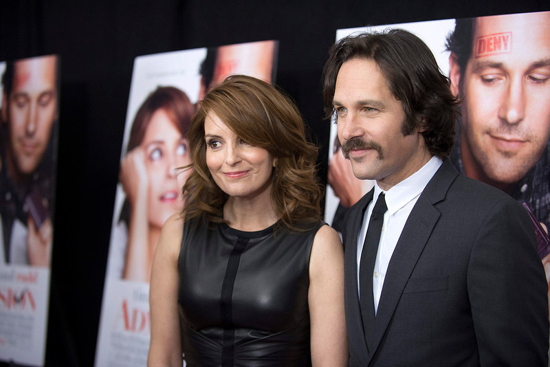 ". Cast members Paul Rudd (R) and Tina Fey pose at the premiere of ""Admission\"" in New York, March 5, 2013. REUTERS/Keith Bedford"