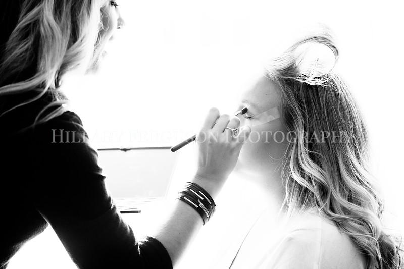 Hillary_Ferguson_Photography_Melinda+Derek_Getting_Ready089.jpg