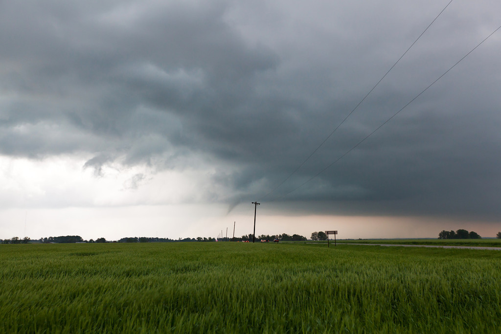 IMAGE: http://www.brettnickeson.com/Weather/Chases-and-Weather-Events/April-12-14-2012-Kansas-and/i-Lkz6454/0/XL/IMG13039-XL.jpg