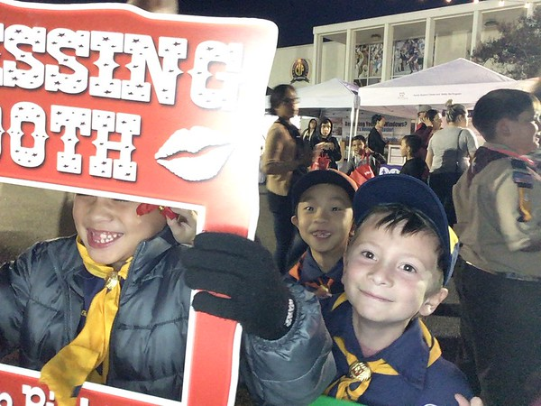 2017.12.02 Cub Scout Pack 601 Mistletoe Booth