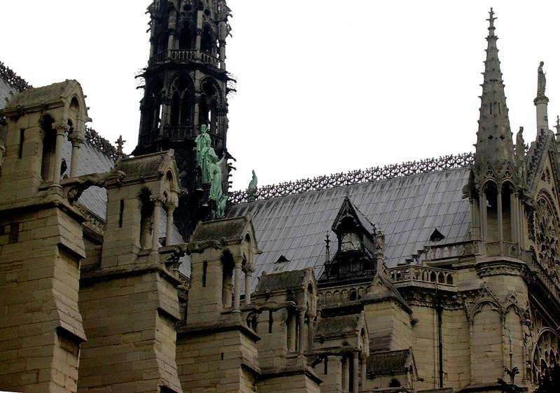 Notre Dames tak med dragehoder (Foto: Ståle)