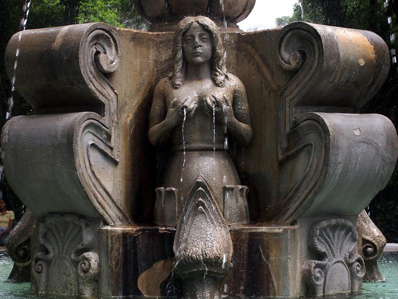 P6210261-fountain-lady.JPG