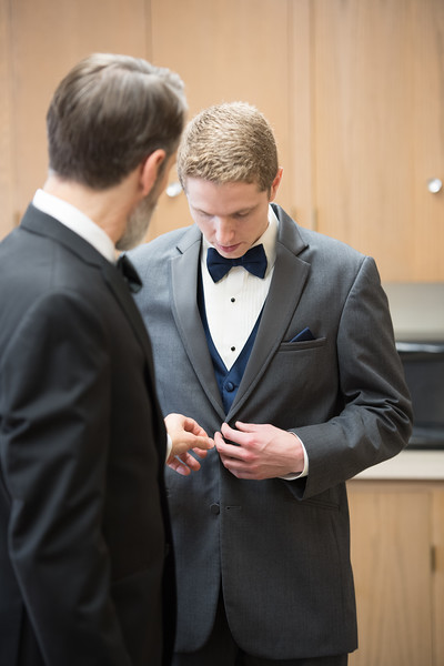 Drew and Taylor - Before the Ceremony  (183 of 216).jpg