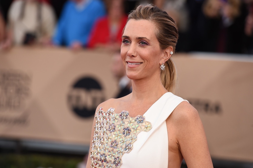 . Kristen Wiig arrives at the 22nd annual Screen Actors Guild Awards at the Shrine Auditorium & Expo Hall on Saturday, Jan. 30, 2016, in Los Angeles. (Photo by Jordan Strauss/Invision/AP)