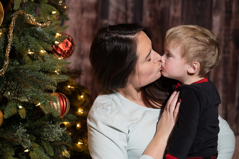 2019-12-20 Peyton and Wyatt Christmas4436-Edit.jpg