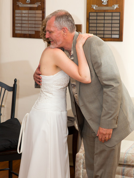Bride hugging father.jpg
