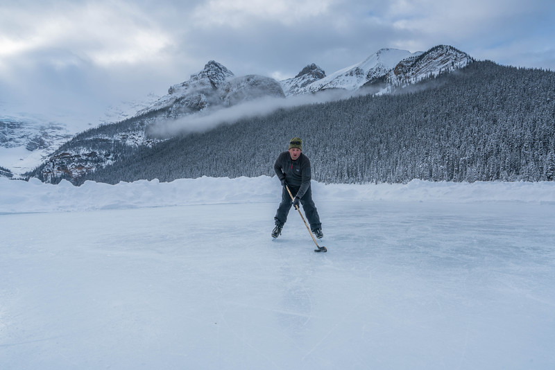 skating-on-lake-louise-6.jpg