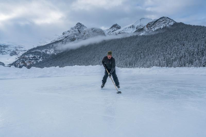 skating-on-lake-louise-6.jpg