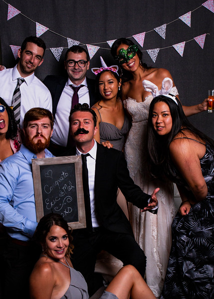 Montreal_Wedding_Photographer_Lindsay_Muciy_Photography+Video_M&E_PHOTOBOOTH_203.jpg