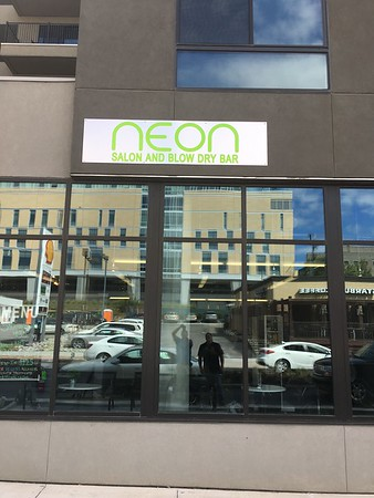 Neon Salon & Blow Dry Bar 2017-09-29