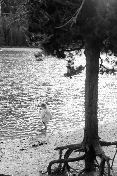 1-Girl-in-the-lake-Tmax-100.jpg