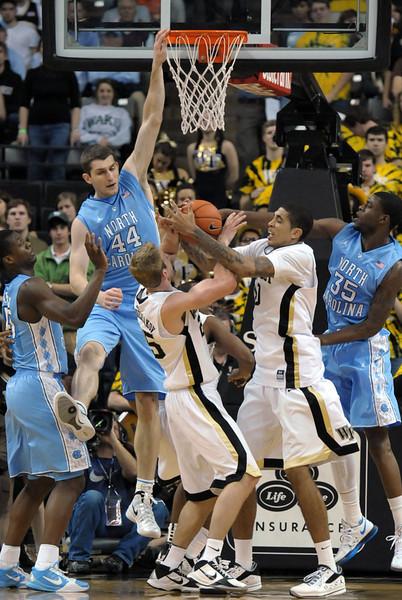Walker and Mescheriakov fight for rebound.jpg