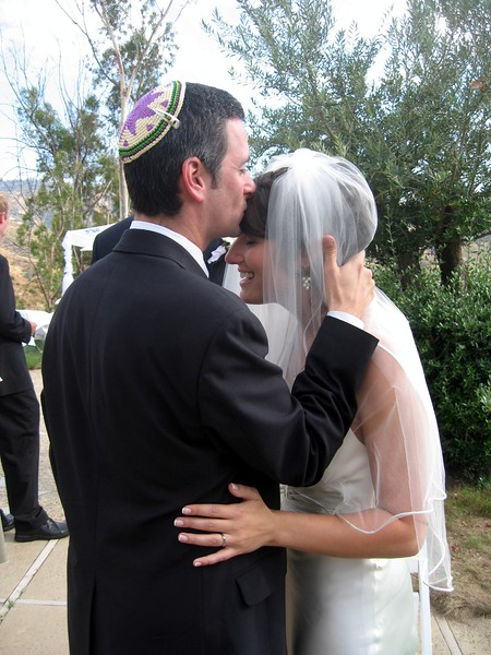 Rabbi Chasen congratulates Abby