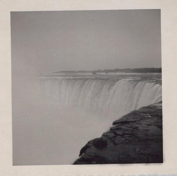 1949 Honeymoon Niagra Falls.jpeg