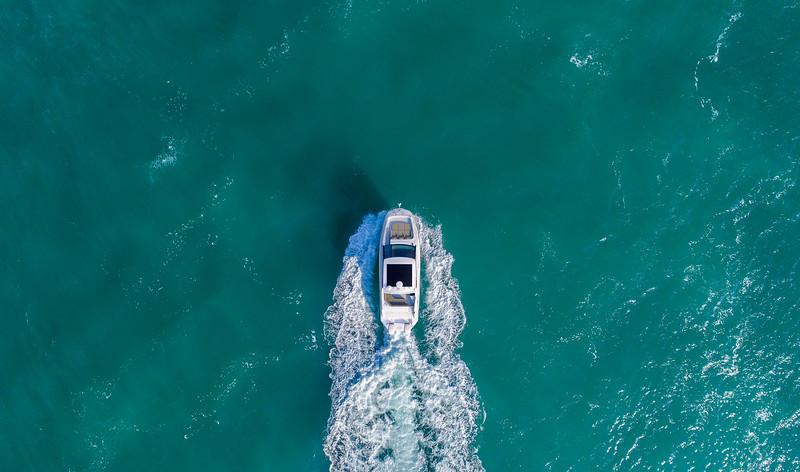 2020-320-Sundancer-Outboard-Coupe-overhead-1.jpg