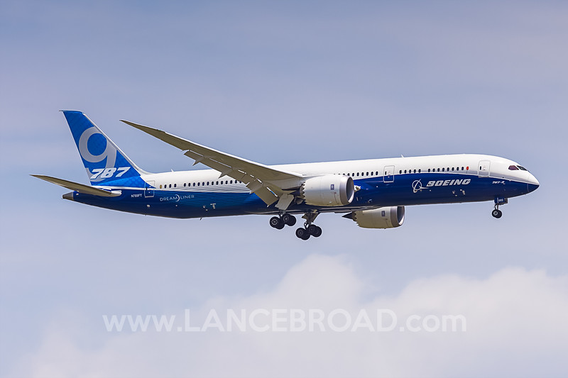 Boeing 787-9 - N789FT - BNE