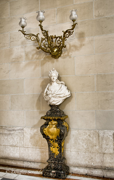 Tue 3/08 in Madrid: Forbidden photo inside the Royal Palace