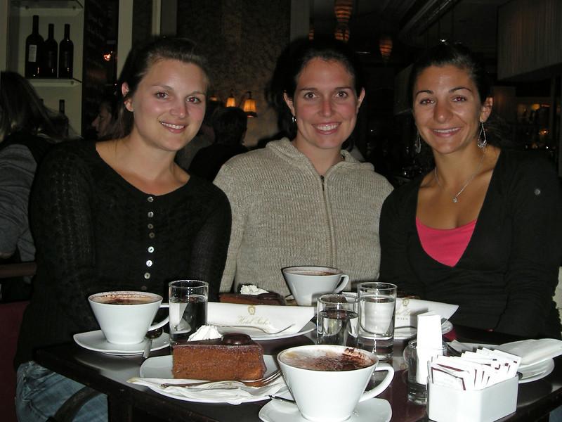 Vienna - Girls & Cake.jpg