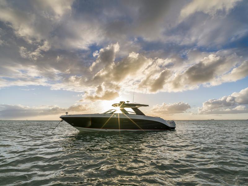 2021-SLX-R-400-e-Outboard-profile-07.jpg