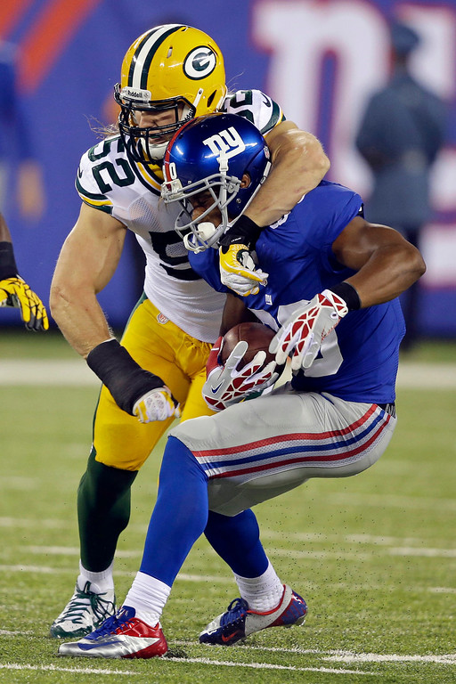 . Green Bay Packers\' Clay Matthews (52) attempts to tackle New York Giants\' Victor Cruz during the first half of an NFL football game Sunday, Nov. 17, 2013, in East Rutherford, N.J. Cruz breaks the tackle on the play.  AP Photo/Seth Wenig)