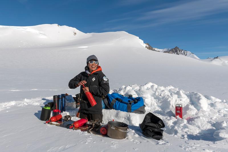 Climb Antarctica Women -1-11-18100276.jpg