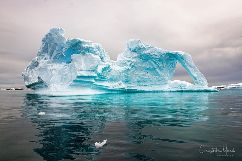 icebergs pleneau island_d3x_20130106_8117.jpg