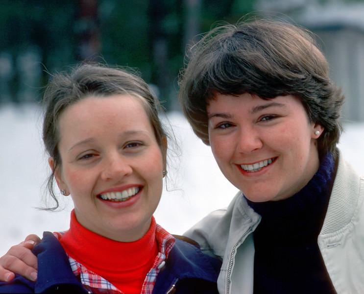 280 Erna og Edda Gjesvold Rena 1977.jpg