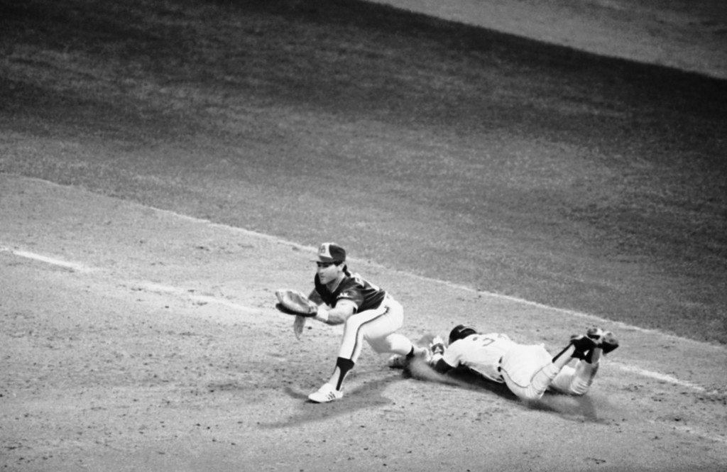 . Detroits Chet Lemon, right, is safe on a dive into first as San Diego first baseman Steve Garvey takes a throw from shortstop Garry Templeton in the sixth inning of World Series action at Tiger Stadium, Friday, Oct. 12, 1984, Detroit, Mich. Detroit won, 5-2. (AP Photo/Rich Sheinwald)
