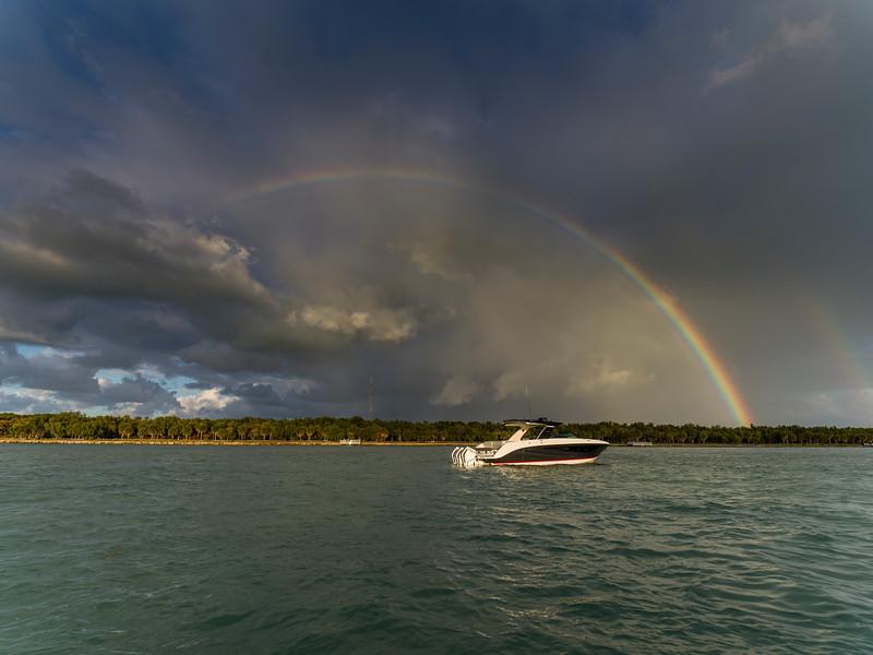 2021-SLX-R-400-e-Outboard-distant-rainbow-02.jpg