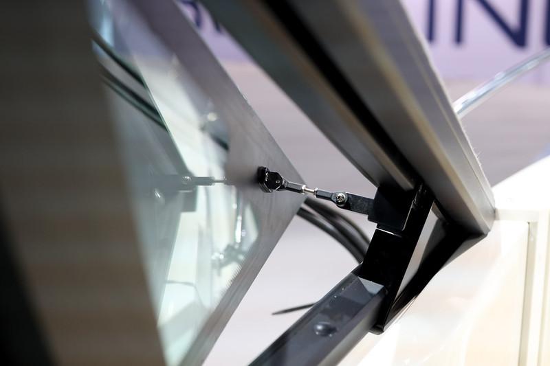 2020-Sundancer-320-Europe-electric-window-1.jpg