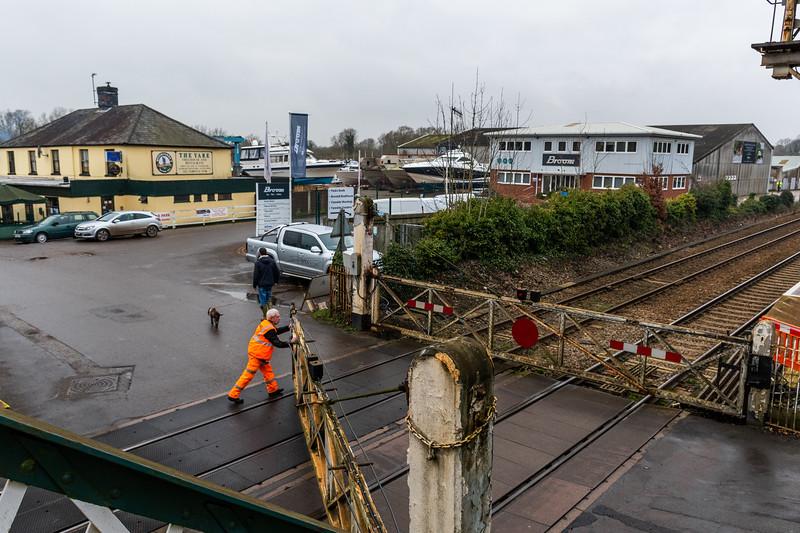 Gates Closing at Brundall