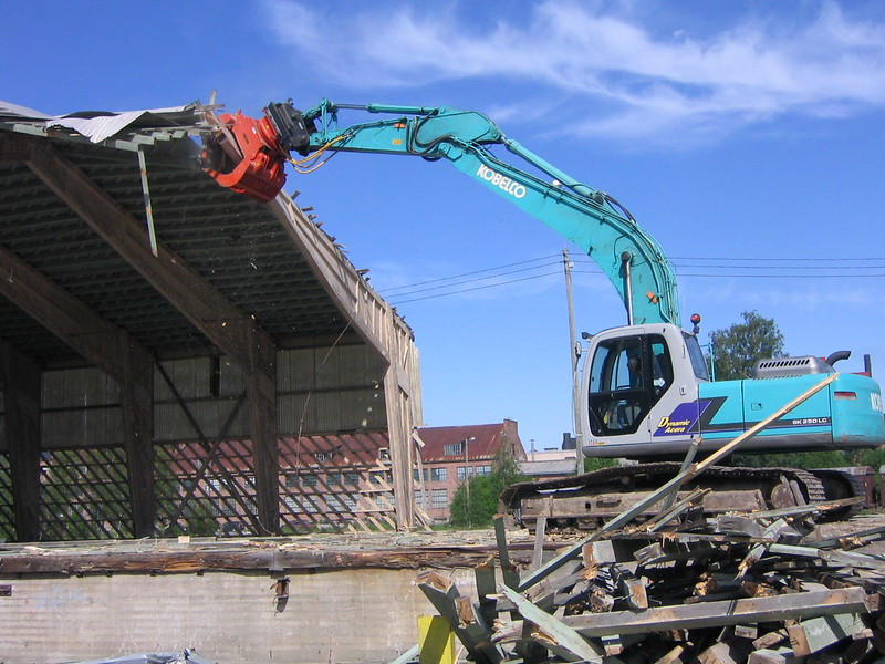 NPK DG-30 demolition grab on Kobelco excavator - demolition of structure.JPG