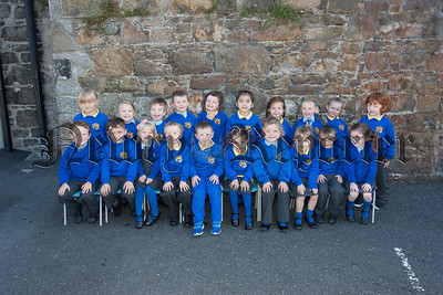 New Primary 1 pupils at Bunscoil an Luir. R1539010
