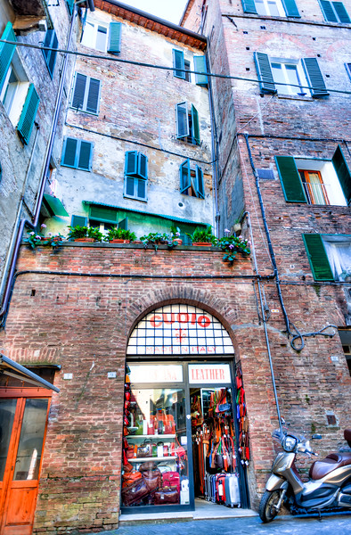 Italy17-5943And8moreHDR.jpg