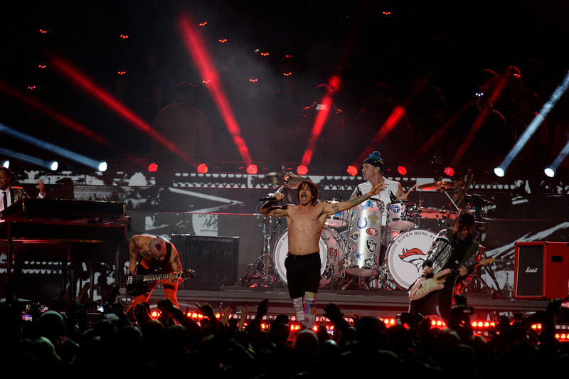 . Bruno Mars and the Red Hot Chili Peppers perform during the halftime show at Super Bowl XLVIII at MetLife Stadium in East Rutherford, New Jersey Sunday, February 2, 2014. (Photo by John Leyba/The Denver Post)