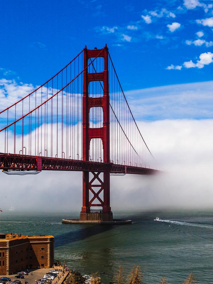 旧金山金门大桥,穿云而过