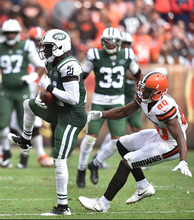 . New York Jets cornerback Morris Claiborne (21) catches an interception intended for Cleveland Browns wide receiver Ricardo Louis (80) during the second half of an NFL football game, Sunday, Oct. 8, 2017, in Cleveland. (AP Photo/David Richard)
