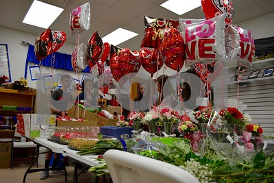 bullard-high-school-students-make-deliver-valentines-floral-arrangements