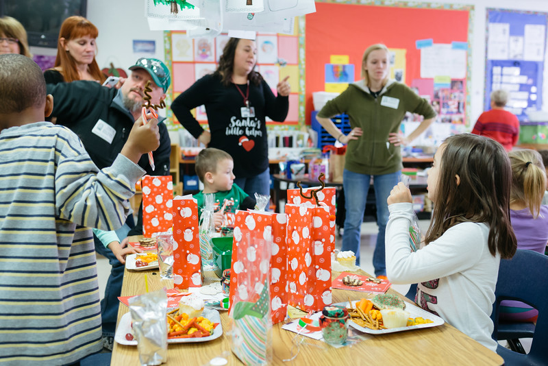 MRS. BOWMAN'S CLASS X-MAS PARTY 2016-10.jpg