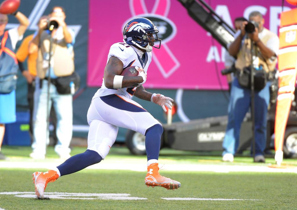 . Denver Broncos cornerback Aqib Talib (21) intercepts a pass by New York Jets quarterback Geno Smith (7) lat in the fourth quarter October 12, 2014 at Metlife Stadium. (Photo by John Leyba/The Denver Post)