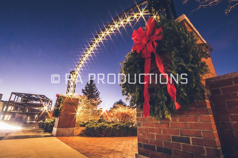 12042018_RAC_Campus-Wreaths-23.jpg