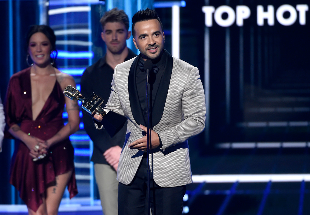 """. Luis Fonsi accepts the award for top hot 100 song for \""""Despacito\"""" at the Billboard Music Awards at the MGM Grand Garden Arena on Sunday, May 20, 2018, in Las Vegas. (Photo by Chris Pizzello/Invision/AP)"""
