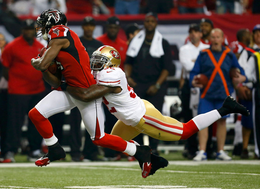 . Atlanta Falcons\' Julio Jones (11) runs for extra yardage after a reception as San Francisco 49ers\' Patrick Willis (52) attempts a tackle in the first half of the NFL NFC Championship football game in Atlanta, Georgia January 20, 2013. REUTERS/Jeff Haynes